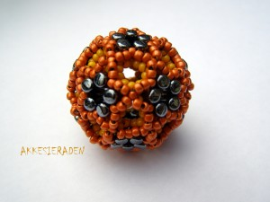 beaded bead with rulla's
