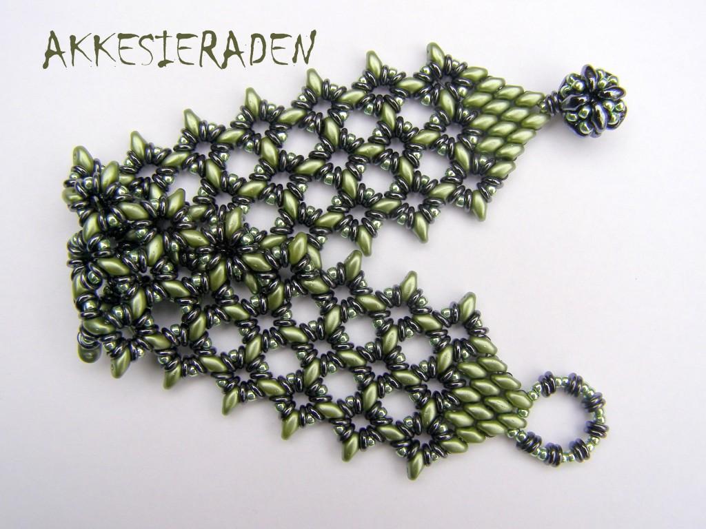 O lace bracelet