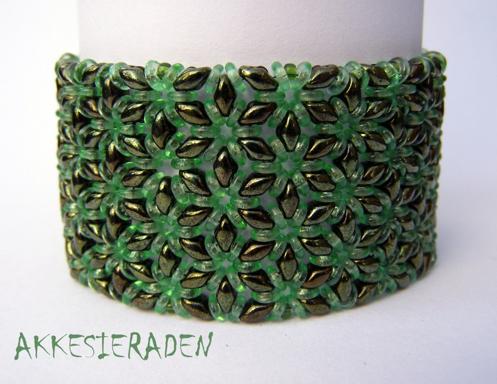 O bead bracelet