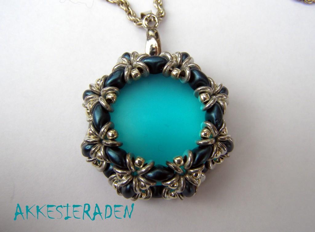 O-Luna-Lace pendant