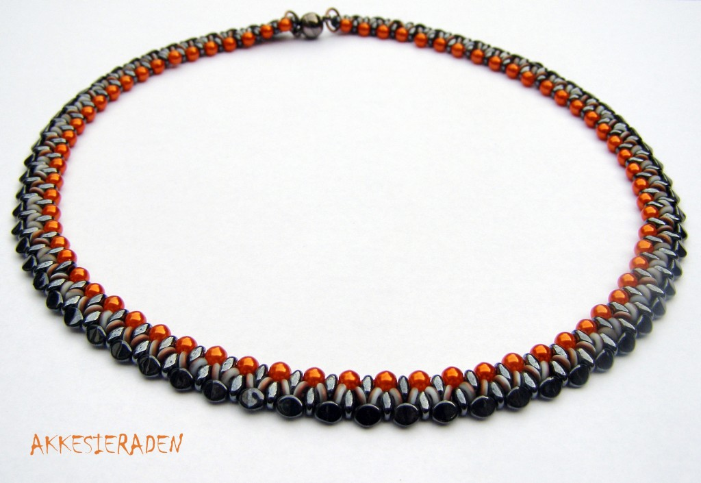 O bead necklace