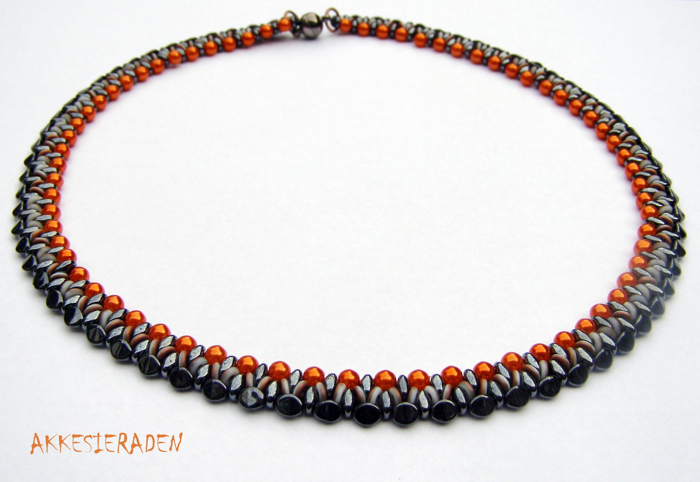 O Bead Necklace