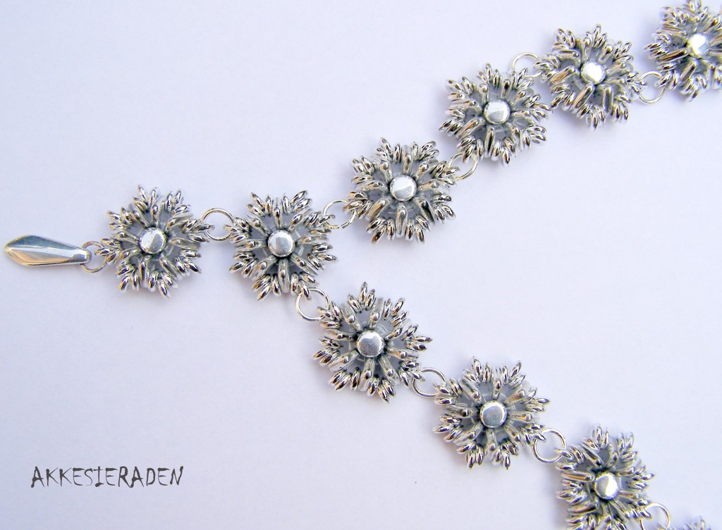 O - sparkle Necklace