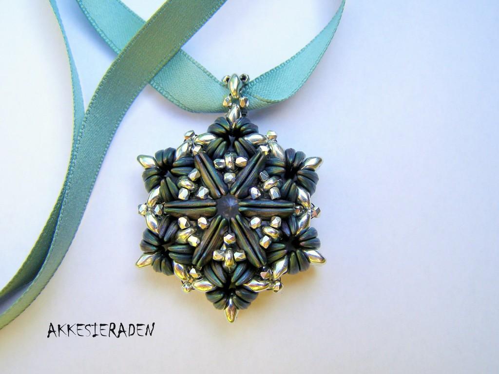 CzechMate Crescent pendant by Akke Jonkhof
